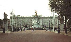 Blick von der ''Mall'' zum Buckingham-Palast