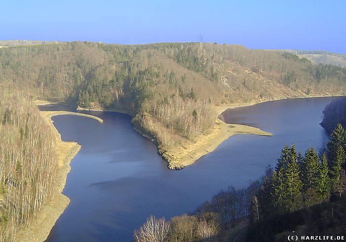 Blick von der Staumauer der Rappbodetalsperre auf den Stausee der Talsperre Wendefurth
