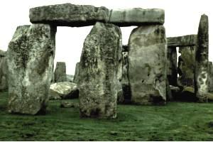 Jeder der tonnenschweren Felsbrocken ist millimetergenau ausgerichtet