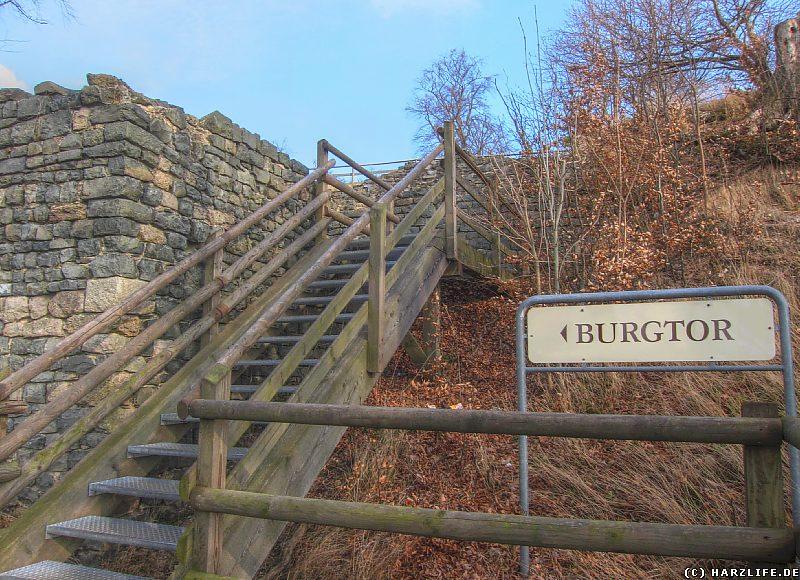 Rekonstruiertes Burgtor im Südosten der Burganlage