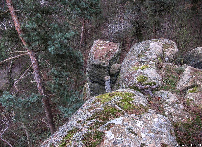 Die Felsen der Teufelskanzel mit Blick in die Tiefe