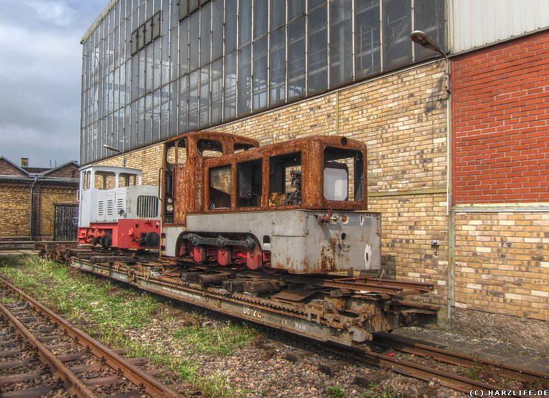 Zwei stark reparaturbedürftige Diesellokomotiven des Typs V10C