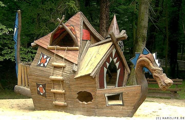 Holzschiff im Erlebnispark Bodetal