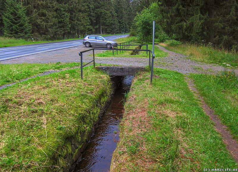 Wasserwanderweg mit Parkplatz westlich des Sperberhaier Dammes