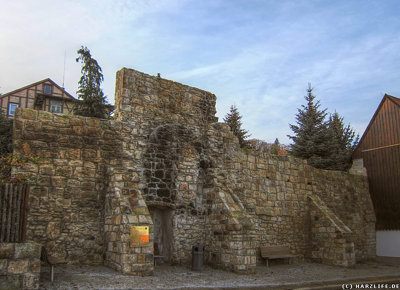 Ein saniertes Stück Stadtmauer in der Krummen Straße