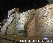 Stadtmauer bei Nacht