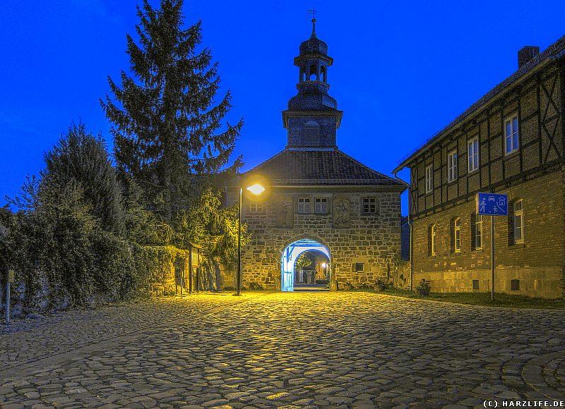 Das Torhaus des Klosters Michaelstein bei Nacht