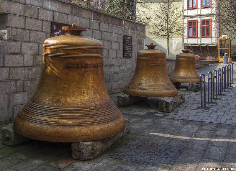 Die drei Stahlglocken der St.-Bartholomäus-Kirche