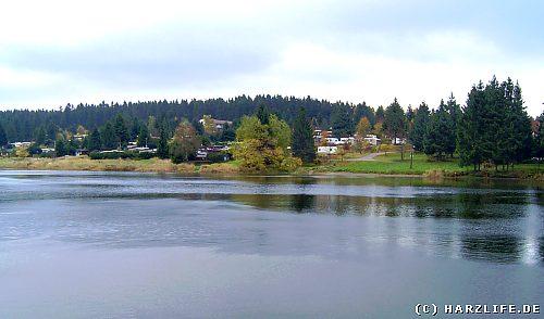 Der Pixhaier Teich mit Campingplatz zwischen Buntenbock und Clausthal-Zellerfeld