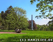 Kunst und Obelisk