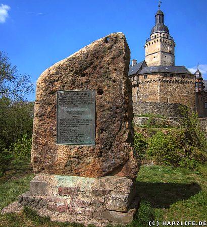 Repgow-Gedenkstein vor der Burg Falkenstein