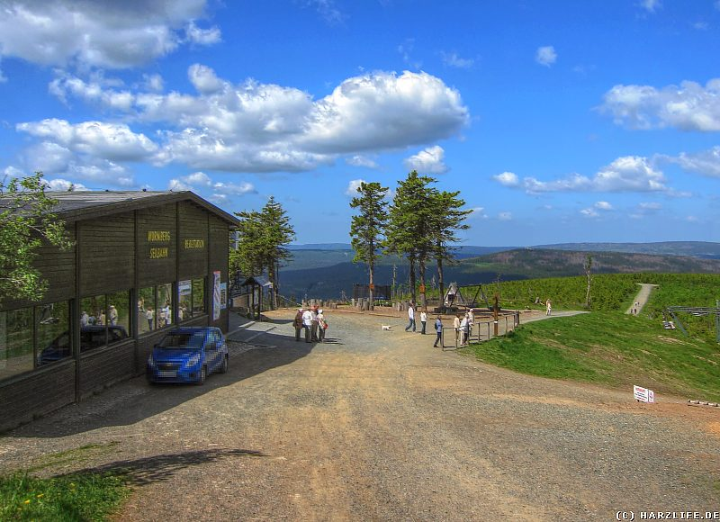 Der Wurmberg mit der Bergstation der Wurmbergseilbahn