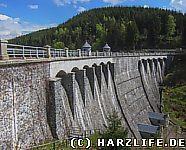 Die Staumauer der Talsperre Neustadt
